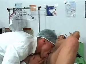Round brunette nurse makes oral sex with doctor