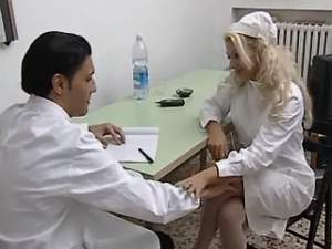 Mature nurse in stockings sucks cock of doctor